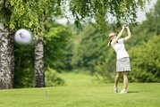 Golfspielerin am Golfplatz in Bad Griesbach